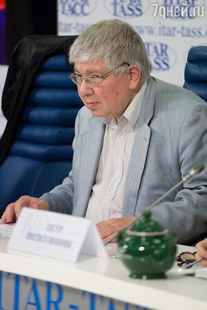 Кирилл Разлогов