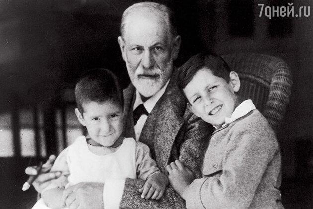 Зигмунд Фрейд с внуками