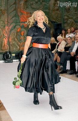 На «Русском силуэте» Наталья Андрейченко почувствовала себя моделью, демонстрируя платье российского дизайнера