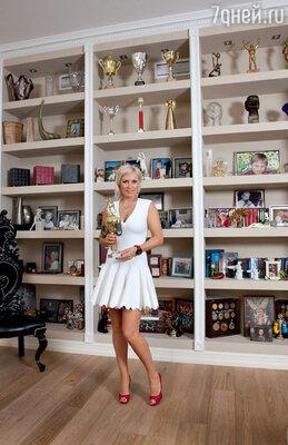 Сейчас у Натальи Рагозиной куча медалей и кубков за победы в самых престижных чемпионатах мира, а когда-то она соглашалась на бой, чтобы получить кроссовки или спортивный костюм