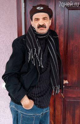 Вижу: стоит незнакомый мужчина. «Здесь проживает Илья Олейников? Я из уголовного розыска. Ваш супруг проходит у нас по делу»