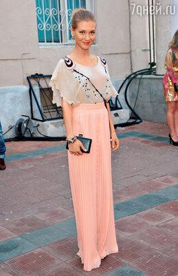 Кристина Асмус на модном показе. 2012 г.