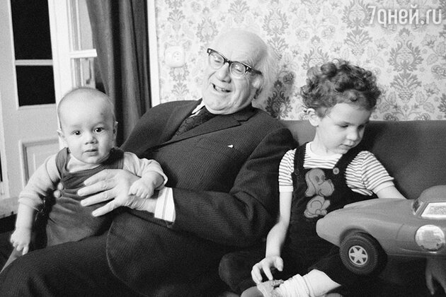 Игорь Ильинский с внуками Игорем и Антоном. 1980 год
