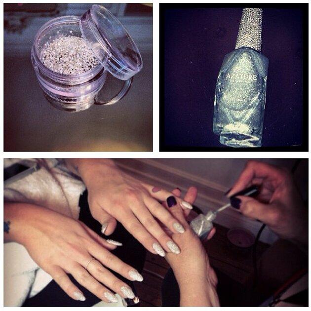Келли Осборн опробовала новый набор лаков от Azature с белыми бриллиантами за миллион долларов