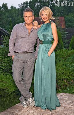 С женой Анжеликой Варум