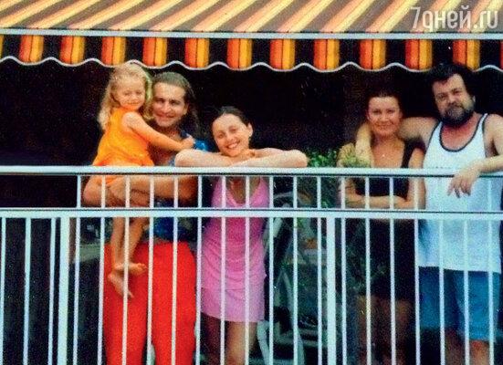 Леонид с Анжеликой, дочкой Лизой, тестем и его женой Любой. Майами, 2003 г.