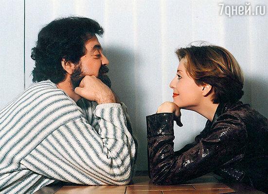 «У Анжелики с отцом была особо тесная связь. Она доверила ему воспитание дочки — это о чем-то говорит»