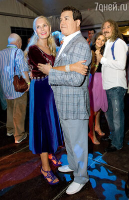 Танцуют Иосиф Кобзон и его жена Нелли