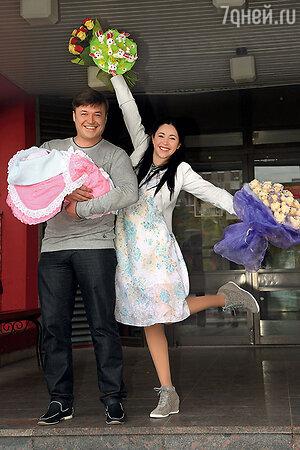 Любовь Тихомирова и Ласло Долински с дочерью Любавой