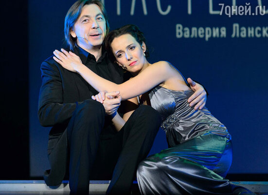 Во второй части концерта на сцену поднялись приглашенные артисты, с которыми Ланская исполнила песни из своего эстрадного репертуара