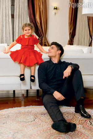 Дети Жасмин — Маргарита и Михаил