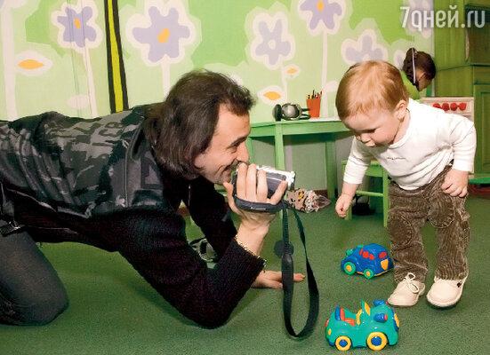В 2005 году, отмечая первый день рождения своего сына Мартина, ни Ирина, ни Илья не подозревали, что через два с половиной года их брак рухнет