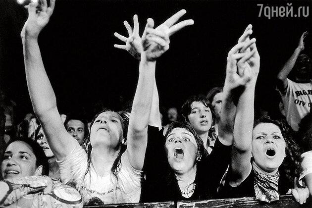 Фанатки на одном из концертов