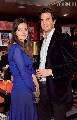Неизвестно, чем бы кончился роман Миддлтон с Финчем, если бывэто время у Кейт незавязались отношения спринцем. Руперт Финч со своей супругой Наташей Руфус-Айзекс. 2013 г.