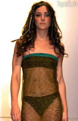 Когда принц Уильям увидел первокурсницу Кейт взнаменитом прозрачном платье настуденческом показе мод, он сразу внее влюбился