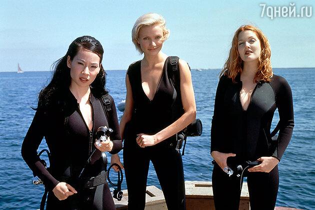Люси Лью, Камерон Диаз и Дрю Бэрримор в боевике «Ангелы Чарли» 2000 г.
