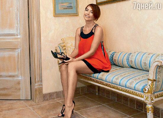 В квартире Жанны нет искусственных материалов, вся мебель деревянная и обита натуральными тканями