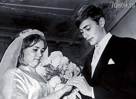Моей первой женой стала Мила, дочь Ларисы Пашковой, известной актрисы Театра имени Вахтангова