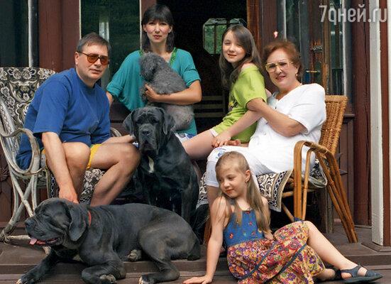 Дочь и внучки моей третьей жены Лены Шапориной стали мне родными людьми