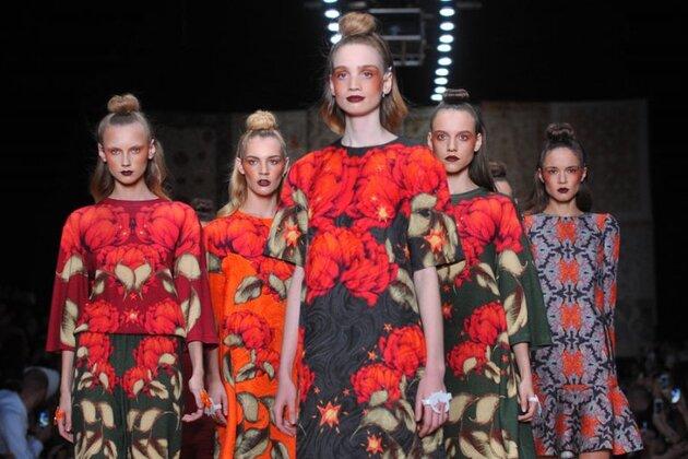 Показа коллекции дизайнера Алены Ахмадуллиной на Mercedes-Benz Fashion Week