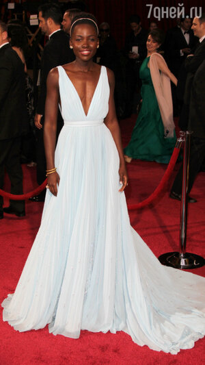 Люпита Нионго на церемонии «Оскар-2014»