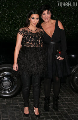 Беременная Ким Кардашьян появилась на вечеринке вместе со своей матерью Крис Дженнер