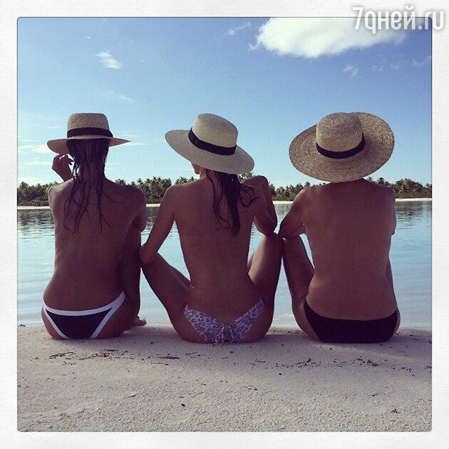 Миранда Керр с подругами