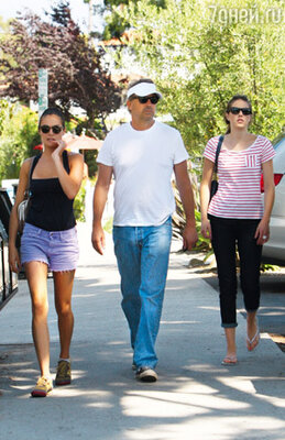 Кевин Костнер с дочерьми Энни и Лили