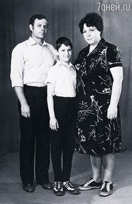 Мы жили в Кемерово. Мама и папа всю жизнь проработали на заводе