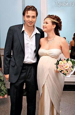 «С Петей мы сыграли свадьбу, когда я была уже глубоко беременна — раньше у нас неполучалось, оба учились и работали»