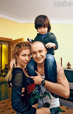 Алексей Хворостян стал для Алишера родным отцом, а для жены Лены — настоящей опорой в жизни. Фото из семейного альбома Алексея Хворостяна