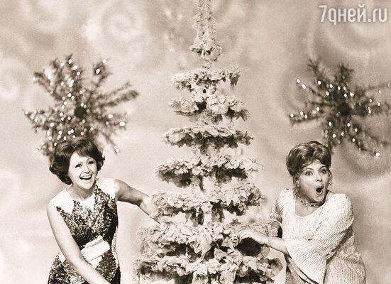 Наталья Селезнева и Ольга Аросева в сценке «Кабачок». «Голубой огонек», 1976 г.