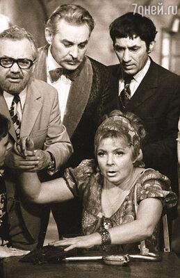 Внешне Рунге был совсем не герой-любовник: маленький, седенький, толстенький... (На съемках «Кабачка «13 стульев»: Б. Рунге (крайний слева), В. Козел, С. Мишулин и О. Аросева)