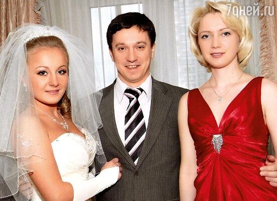 На свадьбе младшей внучки Олега Андреевича: Анастасия, старшая внучка Наталья и ее муж Евгений. 2007 г.
