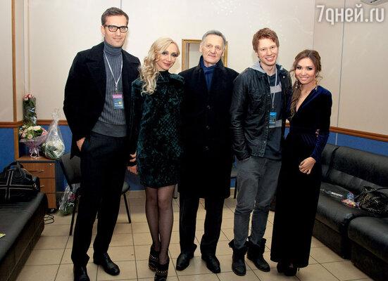 Кристина Орбакайте с мужем Михаилом Земцовым, отцом Миколасом Орбакасом, сыном Никитой и его подругой Аидой