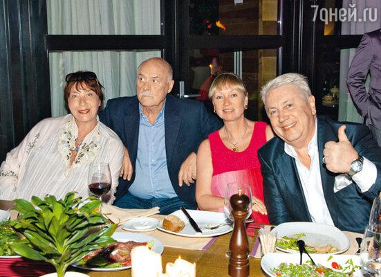 Станислав Говорухин с женой Галиной и Владимир Винокур с женой Тамарой
