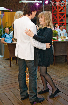 Весь вечер гости не сходили с танцпола. Не удержалась и Алла Борисовна с Максимом Галкиным