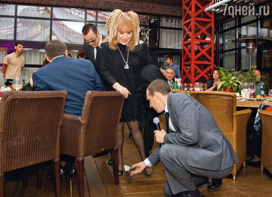 Алла Борисовна и Игорь Верник играют в «Золушку» — в какой-то момент уПримадонны слетела туфелька