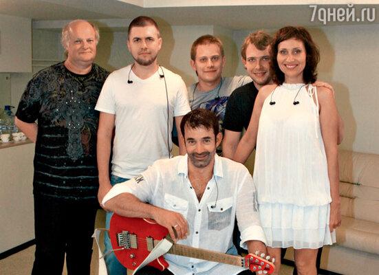 Дмитрий Певцов и музыкальная группа «CarTush»