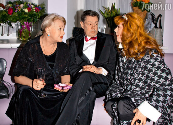 Гости вечера Николай Караченцов с супругой Людмилой Поргиной и Клара Новикова