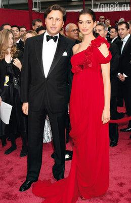 С бывшим женихом Раффаэлло Фоллиери на 80-й церемонии вручения «Оскаров». 24 февраля 2008 г.