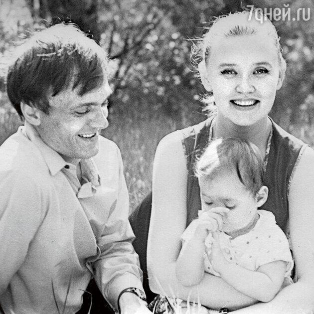 Владимир Меньшов и Вера Алентова с дочерью