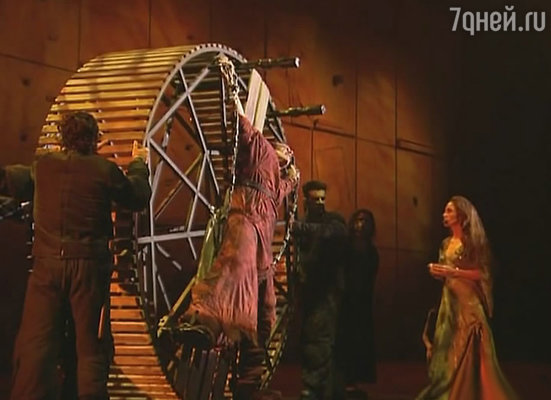 Кадр из фильма «Нотр-Дам де Пари»,  1999 год