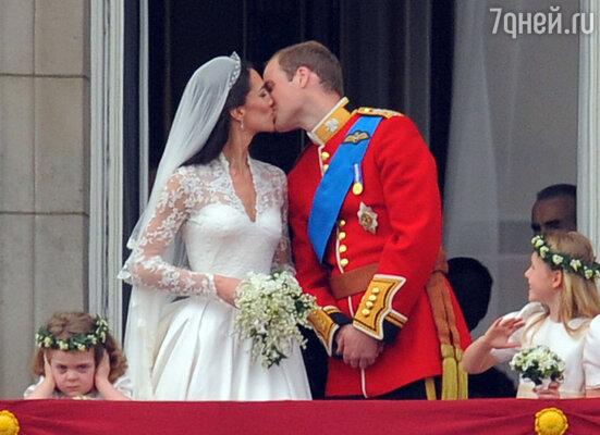 Прошло больше полугода со дня свадьбы, восхитившей весь мир