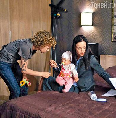 Елена Перова и Мария Берсенева с маленькой актрисой Варварой Вавилиной