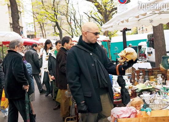 Артисты и музыканты часто покупают реквизит для выступлений на блошиных рынках