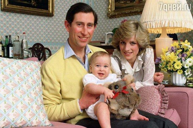 Принц Уильям с отцом принцем Чарльзом и матерью принцессой Дианой