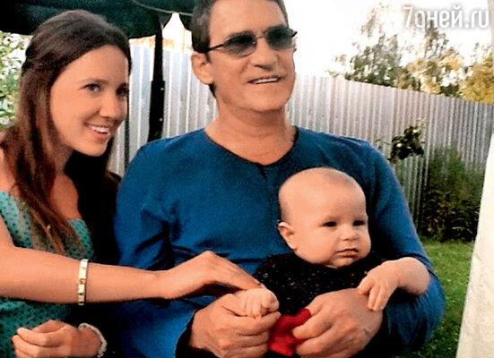 Валерий Гаркалин с дочерью Никой ивнуком Тимофеем