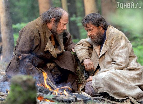 Перед отбытием в Санкт-Петербург Григорий советуется с отшельником Антипом Душегубом (актер Юрий Ицков)