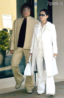 Жена Чана Фенг-Джа Лин, бывшая актриса из Тайваня, давно живет в Лос-Анджелесе и лишь изредка встречается с вечно занятым супругом. 2004 г.